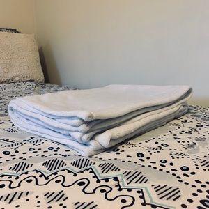 Pottery Barn Bedding - Pottery Barn Dorm Plush Throw Blanket